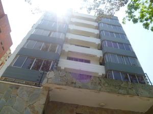 Apartamento En Ventaen Valencia, Valles De Camoruco, Venezuela, VE RAH: 21-8290