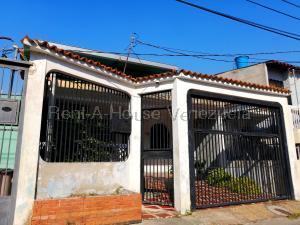 Casa En Ventaen Cabudare, Parroquia José Gregorio, Venezuela, VE RAH: 21-8333