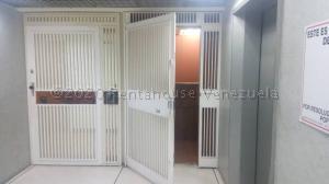 Oficina En Ventaen Caracas, Plaza Venezuela, Venezuela, VE RAH: 21-8361
