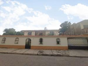 Casa En Ventaen Turmero, Zona Centro, Venezuela, VE RAH: 21-8472