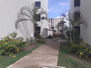 Apartamento En Ventaen Municipio Los Guayos, Paraparal, Venezuela, VE RAH: 21-8564