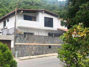 Casa En Alquileren Caracas, El Cafetal, Venezuela, VE RAH: 21-9495