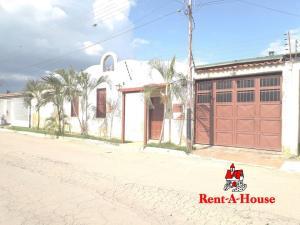 Casa En Ventaen Palo Negro, San Antonio, Venezuela, VE RAH: 21-8591