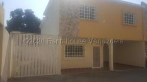 Townhouse En Alquileren Ciudad Ojeda, Campo Elias, Venezuela, VE RAH: 21-8595