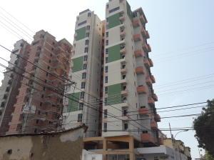 Apartamento En Ventaen Maracay, Zona Centro, Venezuela, VE RAH: 21-8609