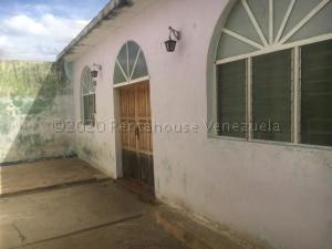 Casa En Ventaen Carora, Municipio Torres, Venezuela, VE RAH: 21-8632