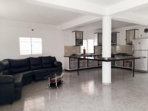 Casa En Ventaen Coro, Sector Sur La Paz, Venezuela, VE RAH: 21-8641