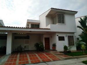 Casa En Ventaen Valencia, Trigal Norte, Venezuela, VE RAH: 21-8753
