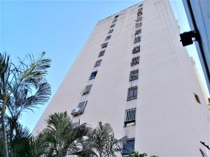Apartamento En Ventaen La Victoria, El Recreo, Venezuela, VE RAH: 21-8791