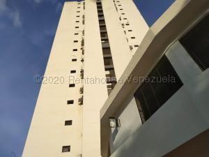 Apartamento En Ventaen Valencia, Valles De Camoruco, Venezuela, VE RAH: 21-8806