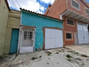 Casa En Ventaen Valencia, Parroquia San Blas, Venezuela, VE RAH: 21-9497