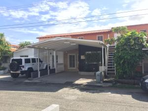 Casa En Ventaen Cabudare, Prados Del Golf, Venezuela, VE RAH: 21-8914