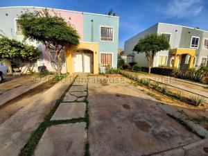 Townhouse En Ventaen Maracaibo, La Rotaria, Venezuela, VE RAH: 21-8928