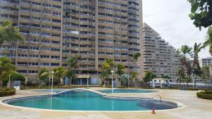 Apartamento En Ventaen Catia La Mar, Playa Grande, Venezuela, VE RAH: 21-8965