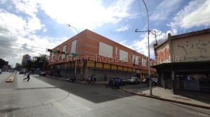 Local Comercial En Alquileren Maracay, Avenida Bolivar, Venezuela, VE RAH: 21-8969