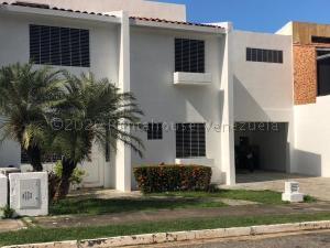Casa En Ventaen Valencia, Parque Mirador, Venezuela, VE RAH: 21-9030
