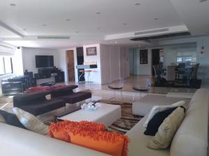 Apartamento En Ventaen Maracaibo, Avenida El Milagro, Venezuela, VE RAH: 21-9075