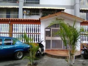 Apartamento En Ventaen Caracas, Caricuao, Venezuela, VE RAH: 21-9135
