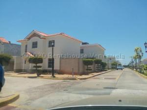 Townhouse En Ventaen Maracaibo, Fuerzas Armadas, Venezuela, VE RAH: 21-9134