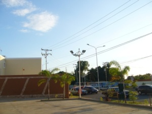 Local Comercial En Ventaen Maracaibo, Avenida Milagro Norte, Venezuela, VE RAH: 21-9153