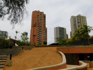 Apartamento En Ventaen Maracaibo, Avenida El Milagro, Venezuela, VE RAH: 21-9249