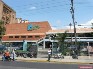 Local Comercial En Ventaen Maracay, Urbanizacion El Centro, Venezuela, VE RAH: 21-9339