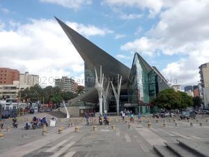 Local Comercial En Ventaen Caracas, Los Dos Caminos, Venezuela, VE RAH: 21-9349