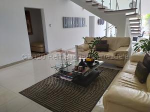 Casa En Ventaen Valencia, Lomas Del Country, Venezuela, VE RAH: 21-9357