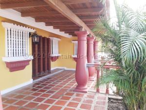 Casa En Ventaen Coro, Centro, Venezuela, VE RAH: 21-9506
