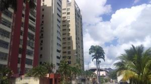 Apartamento En Ventaen Valencia, Avenida Bolivar Norte, Venezuela, VE RAH: 21-9528