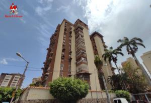 Apartamento En Ventaen Maracay, El Bosque, Venezuela, VE RAH: 21-9554