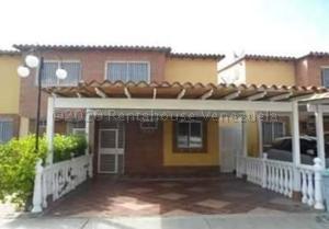 Townhouse En Ventaen Guatire, Villa Avila, Venezuela, VE RAH: 21-9604