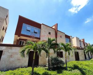 Townhouse En Ventaen Maracay, La Floresta, Venezuela, VE RAH: 21-9606