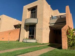 Townhouse En Ventaen Valencia, Las Clavellinas, Venezuela, VE RAH: 21-10288
