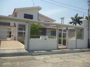Casa En Ventaen Barquisimeto, Parroquia Santa Rosa, Venezuela, VE RAH: 21-9790