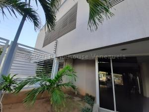 Apartamento En Ventaen Maracaibo, Avenida El Milagro, Venezuela, VE RAH: 21-9911