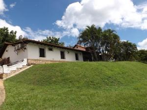 Casa En Ventaen Valencia, Safari Country Club, Venezuela, VE RAH: 21-9957