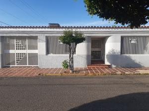 Casa En Ventaen Maracaibo, Santa Fe, Venezuela, VE RAH: 21-10066