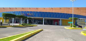 Local Comercial En Ventaen Maracaibo, Avenida Goajira, Venezuela, VE RAH: 21-10069