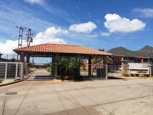 Townhouse En Ventaen Margarita, San Antonio, Venezuela, VE RAH: 21-10145