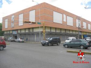 Local Comercial En Ventaen Maracay, Zona Centro, Venezuela, VE RAH: 21-10139
