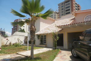 Casa En Ventaen Lecheria, El Morro I, Venezuela, VE RAH: 21-10187