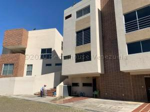 Townhouse En Ventaen Municipio Naguanagua, El Rincon, Venezuela, VE RAH: 21-10206