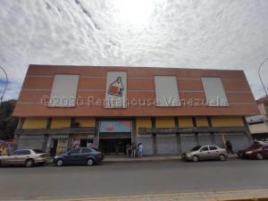 Local Comercial En Ventaen Maracay, Avenida Sucre, Venezuela, VE RAH: 21-10236