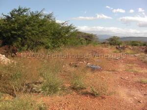 Terreno En Ventaen La Vela De Coro, Intercomunal Coro La Vela, Venezuela, VE RAH: 21-10275