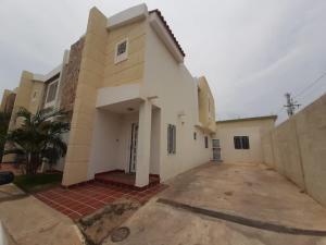 Townhouse En Alquileren Maracaibo, Canchancha, Venezuela, VE RAH: 21-10363
