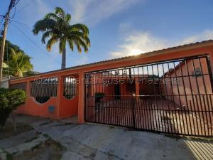 Casa En Ventaen Guacara, Ciudad Alianza, Venezuela, VE RAH: 21-10366