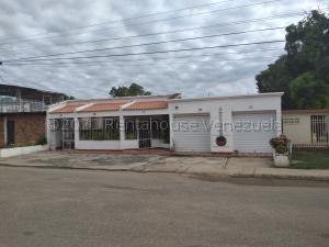 Casa En Ventaen Cabimas, Zulia, Venezuela, VE RAH: 21-10523
