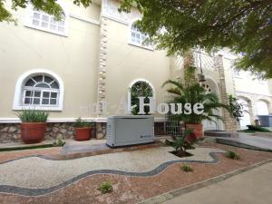 Townhouse En Ventaen Maracaibo, Avenida Milagro Norte, Venezuela, VE RAH: 21-10429