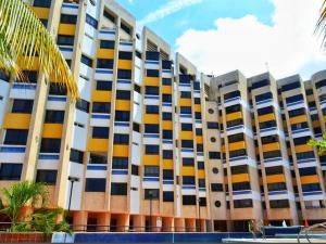 Apartamento En Ventaen Catia La Mar, Playa Grande, Venezuela, VE RAH: 21-10479